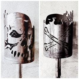 Fackel - Totenkopf mit Knochen