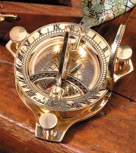 Kompaßsonnenuhr, in Holzbox mit Messing Durchmesser 7 cm; Höhe 3 cm