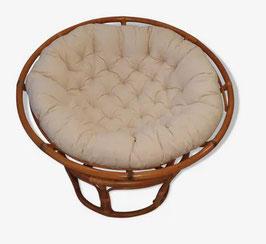 Loveuse fauteuil pivotant en rotin et coussin lin vintage