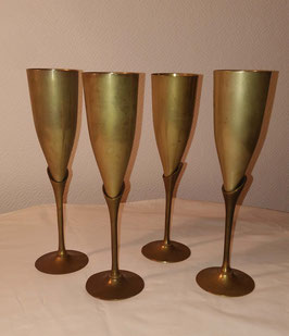 Lot de 4 flûtes à champagne vintage en laiton