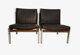 2 lots de paires de fauteuils vintage skaï noir et piétement chromé