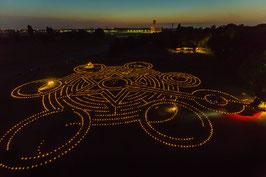 KERZENLABYRINTH AUF DEM TEMPELHOFER FELD (FOTOGRAFIE von Jürgen Hohmuth)
