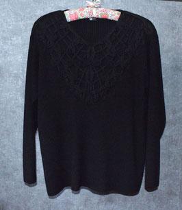 Wunderschöner Pullover mit tollen Verzierungen, Gr. L (44/46)