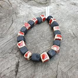 Armband, Würfel, schwarze Rakukeramik, rote Glasur