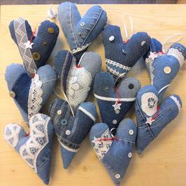 Herzen aus Jeans-Stoff