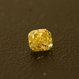 0,18 ct, Fancy Vivid Yellow, VS2, Radiant, GIA Certified