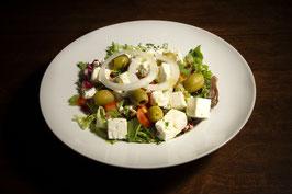 Großer Salat mit Feta-Käse (vegetarisch)