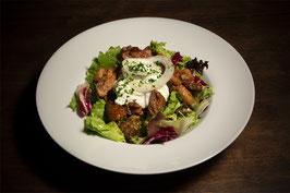 Großer Salat mit Schweinefiletstreifen