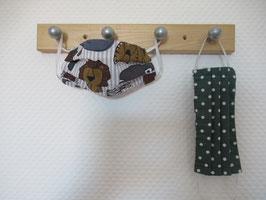 Kinder-Behelfsmaske mit Löwen, Elefanten & Co und grün mit weißen Punkten zum Wenden