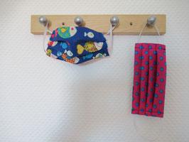 Kinder-Behelfsmaske mit Fischen und pink mit blauen Punkten zum Wenden