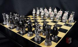 "Schachfigurensatz ""Kreuzritter"" Templer/Johanniter schwarz/weiß ohne Schachbrett"