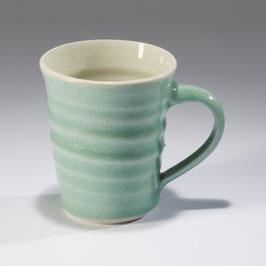 Tasse mit Drehrillen