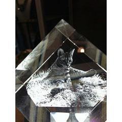 Gravure photo sur verre en 3D sur cube à pan coupé