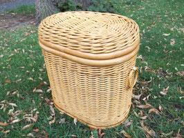Wäschekorb,Wäschetonne in ovaler Form aus Rattan