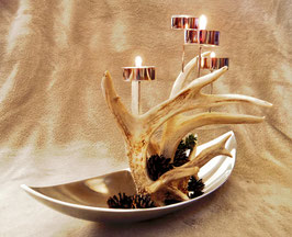 Teelichter auf Geweih und Schale