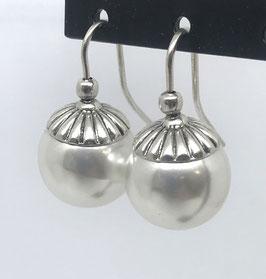 Orecchini con monachella in argento e perla O152