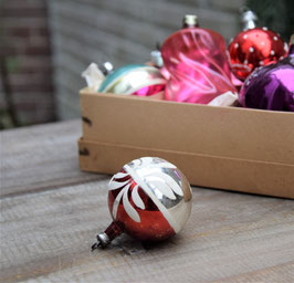 Kerstbal zilver/rood, wit ornament