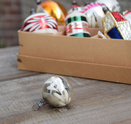 Feathertree kerstbal zilver, blaadjes