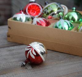Kerstbal rood/zilver, wit ornament