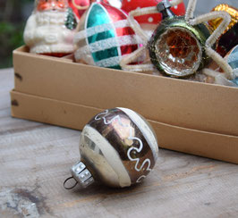 Kerstbal zilver/donkergroen, versierd