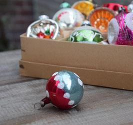 Kerstbal rood/blauwgrijs, gesuikerde dots