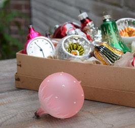 Kerstbal roze mat, gesuikerde dots