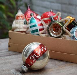 Kerstbal zilver/rood, gestreept