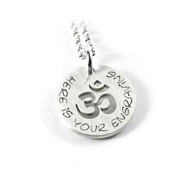 Anhänger mit individueller Gravur Om Zeichen Symbol Aum Pranava Sanskrit und Kette aus 925 Silber Namenskette PS221 KE2