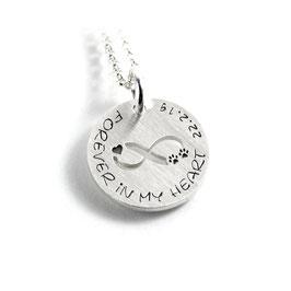 Anhänger Symbol Hundepfote | Pfote Herz infinity unendlich Zeichen und Kette aus 925 Silber Namenskette mit individueller Gravur PS423 KE2
