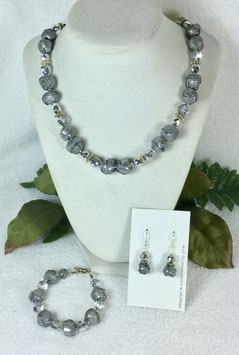 Glittery Silver and Pearl Strip Ball Necklace Set