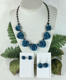 Glittery Teal Rose Necklace Set