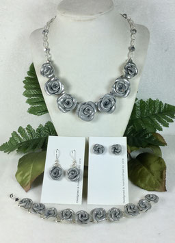 Glittery Silver Rose Necklace Set