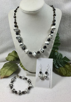 Black and White Strip Ball Necklace Set