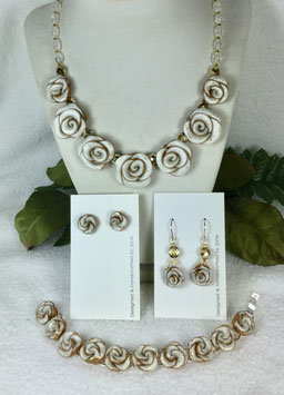 Glittery Pearl and Gold Rose Necklace Set