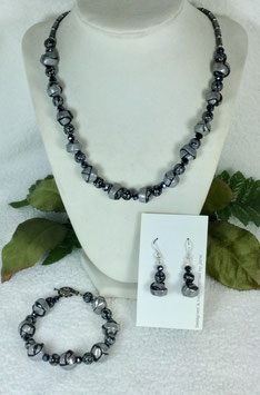 Glittery Silver and Black Strip Ball Necklace Set