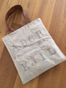 Tasche mit Buchstaben