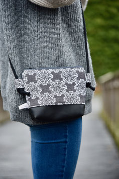 Clutch Black Ornaments