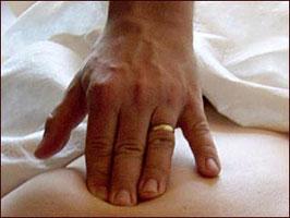 Geniessen und Gutes tun! Massagegutschein