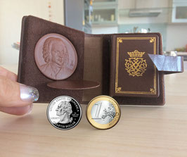 Johann Sebastian Bach - Tiny Miniature Biography with a medallion of Meissen porcelain, all in a leather case