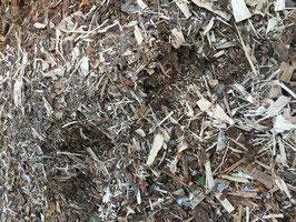 Restholz vom Spalten und Absieben