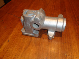 Riley 12/6 , 15/6 :    Verteiler & Wasserpumpengehäuseträger / Pump and Distributor Bracket    ( 6 E 372 )