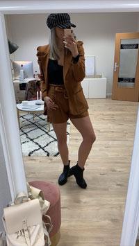 Set Chic - bestehend aus Blazer und Shorts camel