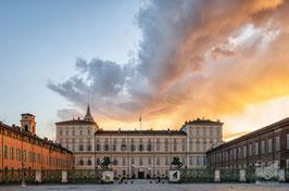 20 - Nuvole infuocate su Piazza Castello all'alba