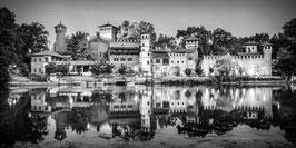 01 - Il Borgo Medievale riflesso nel Po