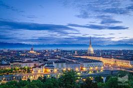 01 - La città vista dal Monte dei Cappuccini alle prime luci dell'alba