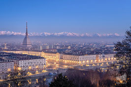 14 - Piazza Vittorio, la Mole Antonelliana e le Alpi innevate
