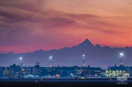 14 - L'aeroporto di caselle e il Monviso al tramonto