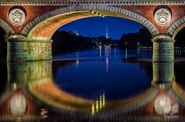 02 - Il ponte Isabella e la Mole Antonelliana illuminata con il tricolore