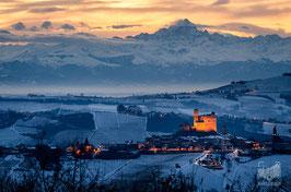 03 - Il Monviso svetta su Serralunga d'Alba e le colline innevate