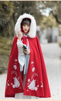 ☆.  中華風ポンチョ 漢風上掛け 羽織 防寒 秋冬 漢服上着 うさぎ すずらん 刺繍 赤 レッド フード付 ふわふわ かわいい